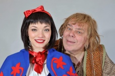 Amie-Howes-as-Snow-White-and-Bruce-Graham-as-Igor2_low-res